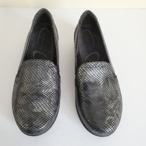 Aravon Grey Reptile Loafer Shoes/ Size 10